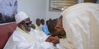 Serigne Mountakha Bachir Mbacké Benit le Président Macky, Fi Ngua Diapeu Fofou leu. Am Ngueureumou Serigne Touba Yomboul.