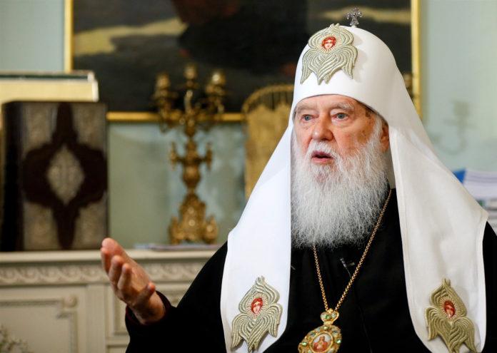 Un chef d'église ukrainien qui a blâmé le COVID-19 sur le mariage gay, a été testé positif pour le virus