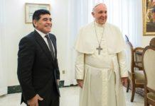 Le Pape François prie pour Diego Maradona, qu'il avait rencontré plusieurs fois