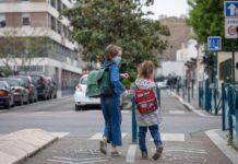 Covid-19 en France: profs, parents et élèves face à la fermeture des établissements scolaires