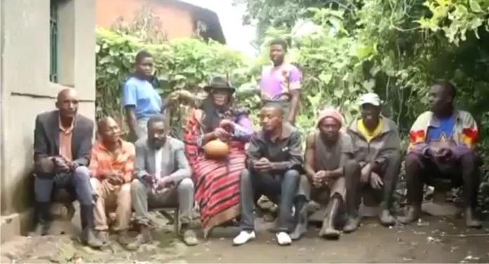 Une femme de 7 maris raconte comment elle gère et satisfait tous leurs besoins (vidéo)