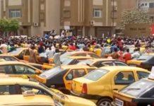 Vidéo Rassemblement Place de la Nation : Fippu des taximen contre les Tiak-Tiak et autres…