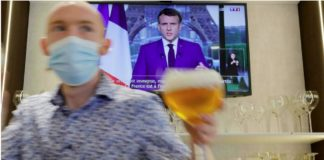 Covid-19: Emmanuel Macron serre la vis sur la vaccination pour ne pas hypothéquer la relance