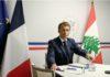 Un an après l'explosion du port de Beyrouth et alors que le pays est plongé dans une grave crise politique et économique, Emmanuel Macron a ouvert la 3e conférence internationale d'aide d'urgence à la population libanaise. Cette visioconférence rassemblant l'ONU et 40 pays, qui a pour objectif de récolter plus de 350 millions de dollars. Le président de la République a annoncé pour la France une aide de 100 millions d'euros et l'envoi de 500 000 doses de vaccins aux Libanais. PUBLICITÉ La France va apporter au Liban dans les 12 mois 100 millions d'euros de « nouveaux engagements, en appui direct à la population » et envoyer 500 000 doses de vaccin contre le Covid-19 dès le mois d'août, a annoncé Emmanuel Macron mercredi 4 août, au début d'une conférence internationale d'aide au pays plongé dans la crise. Cette aide portera notamment sur l'éducation, les besoins alimentaires et l'agriculture, a annoncé le chef de l'État, en ouvrant, depuis de Fort de Brégançon, dans le Var (sud-est de la France), cette visioconférence co-présidée par l'ONU, un an jour pour jour après l'explosion au port de Beyrouth. « Les dirigeants libanais sont redevables de la vérité » Emmanuel Macron a par ailleurs accusé les dirigeants libanais de ne pas faire face à leurs responsabilités. Plongé dans une grave crise financière depuis la fin 2019, le Liban est en outre toujours privé de gouvernement depuis la démission d'Hassan Diab, et depuis que Saad Hariri a jeté l'éponge. « Les dirigeants libanais sont redevables de la vérité, la transparence, à l'égard de leur population concernant l'explosion au port de Beyrouth », a insisté Emmanuel Macron alors que les conclusions de l'enquête n'ont pas encore été rendues, un an après la catastrophe. « La France et plusieurs autres pays ont coopéré pour apporter toutes les informations dont nous disposions, nous sommes disponibles pour toutes les coopérations techniques, qui seraient encore nécessaires dans cette enquête dont les conclusions sont attendu